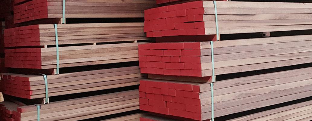 edged oak lumber besäumtes Eichenschnittholz